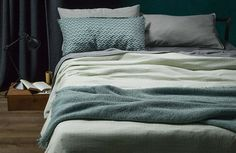 Adorn your bed with Society Limonta bed linen: bed sheets, pillow cases, blankets, cotton quilts duvets, bed covers and much more. The bed linen collection. Queen Sheets, Bed Sheets, Bedroom Green, Home Bedroom, Bedroom Ideas, Pottery Barn Teen Bedding, Bed Linen Design, House Beds, Luxury Bedding Sets
