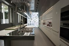 studio FM milano  - Arclinea showroom - via http://www.studiofmmilano.it/FM/projects/#arclinea_showroom