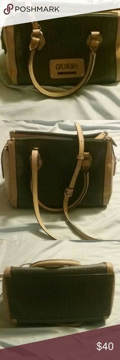 Guess purse New, barely used Guess Bags Shoulder Bags