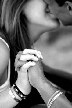 """10 asombrosas frases de amor del libro """"Rayuela"""" que te llegarán directo al…"""