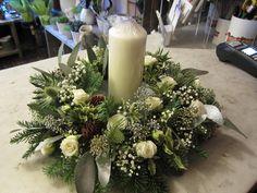 Resultado de imagem para christmas table flower arrangements