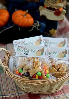 Thanksgiving Treat Bags - Bugle Cornucopia found at craftgossip.com