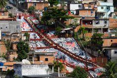 RIO CRUZEIRO - 2008 - VILA CRUZEIRO Een project wat de straten van Vila Cruzeiro volledig bedekt. Het stelt de stenen rivier voor die naar beneden stroomt, waarbij het ontwerp door tattoo legende Rob Admiraal zelf is verzorgd. Het heeft iets meer dan 8 maanden gekost, om dit stuk van 7000 vierkante meter te bedekken.