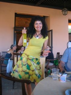 Caterina Bertolotto with her own creation, a lemon skirt, holding, appropriately, limoncello!