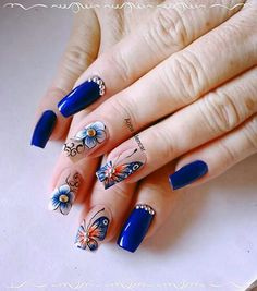 Unha diferente de Anna Alencar.  Different nail by Anna Alencar.  Uña diferente por Anna Alencar. Unghie different di Anna Alencar.