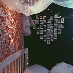 images of teen rooms with polaroid pictures on the wall My New Room, My Room, Diy Room Decor, Bedroom Decor, Wall Decor, Polaroid Wall, Polaroids, Polaroid Camera, Decorating Rooms