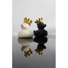 Do gryzienia już było, teraz do kąpieli:) ... do gryzienia też:)  Lullalove Royal Ducks - Słodka Kaczuszka do Kąpieli z Naturalnego Kauczuku w Złotej koronie dla Dzieci i Niemowląt.   Nie posiada dziurek, zatem woda nie dostaje się do środka, a co za tym idzie nie ma niebezpieczeństwa powstania pleśni.   Sprawdźcie sami:)  http://www.niczchin.pl/zabawki-do-kapieli/2651-lullalove-royal-ducks-kaczuszka-do-kapieli-z-naturalnego-kauczuku.html  #lullalove #zabawkidokapieli