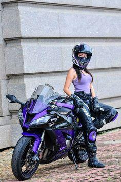 Welcome to the Iron Zebra, the Lady Bikers' watering hole and a p…. Willkommen im Iron Zebra, der Wasserstelle der Lady Biker, und … – Female Motorcycle Riders, Motorbike Girl, Motorcycle Bike, Lady Biker, Biker Girl, Filles Monster Energy, Image Moto, Zx 10r, Bike Rider