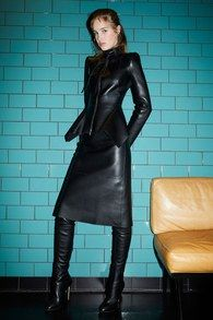 Pre-Fall 2019 Fashion Show Collection: See the complete Pre-Fall 2019 collection. Look 39 Trent Coat, Leather Boots, Black Leather, Botas Sexy, Leather Dresses, Leather Outfits, Leather Skirts, Dress With Boots, Fashion Show