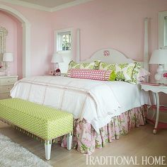 This gorgeously girly Lake Michigan bedroom by Elizabeth Schmidt is dressed with styles from the @lillypulitzer for Lee Jofa collection of fabrics and trims.