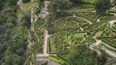 """Dans le département de la Dordogne, à quelques kilomètres de Sarlat-la-Canéda, en plein Périgord, le parc du château de Marqueyssac a reçu le label """"Jardin remarquable"""". C'est un domaine privé, né de l'histoire d'une famille remontant au 17ème siècle. Leparc du château de Marqueyssac est une des plus belles réussites des jardins romantiques du 19ème siècle."""