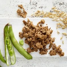 Gold & Green, a Finnish food startup, is looking to make waves in the meat substitute industry with a new product called pulled oats. Wine Recipes, Vegan Recipes, Organic Kombucha, Rapeseed Oil, Meat Substitutes, Meatless Monday, Natural Forms, Food Hacks, Food Tips