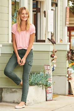 Our favorite spring palette, dusty pinks, olive green, and a pop of floral pattern. See what's new for spring at Lands' End. Spring Weather, Second Hand Clothes, Color Khaki, Diva Fashion, Dress Me Up, Dusty Pink, Olive Green, Spring Fashion, Cute Outfits