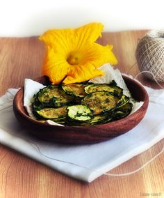 chips de courgettes crues à l'ail et au persil - raw zucchini chips with garlic and parsley