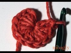 Technique :: Chainless Starting Double Crochet in the Magic Ring ~ Moogly