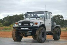 Tuff Toyota Landcruiser This ,looks a lot like Danny Hiller's old rig, his brother sold it after he oassed away . Toyota Lc, Toyota Fj40, Toyota Trucks, 4x4 Trucks, Cool Trucks, Toyota Land Cruiser, Fj Cruiser, Carros Toyota, Tacoma Truck