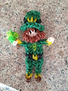 Rainbow Loom LEPRECHAUN. Designed (?) and loomed by Kelly Serrell Motta. (Rainbow Loom FB page)