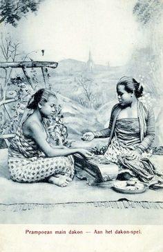 Jejak Permainan Congklak Vintage Pictures, Old Pictures, Old Photos, Indonesian Women, Indonesian Art, Bali Painting, Sun Projects, Dutch East Indies, Javanese