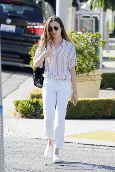 Lily Collins Casual Style - Out in Beverly Hills - Celebrity Style Casual Chic Outfits, Korean Casual Outfits, Casual College Outfits, Stylish Dresses, Trendy Outfits, Lily Collins Casual, Lily Collins Style, Lily Collins Fashion, Celebrity Style Casual