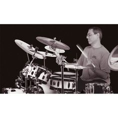 Vinnie Colaiuta - The greatest drummer of all.