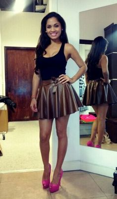 Adorable outfit for a night out. I want to find a fake leather skirt like this one!