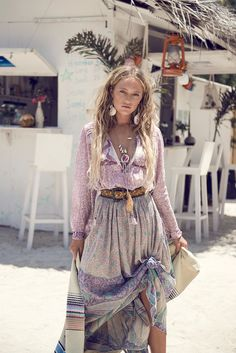 Caribbean Looks /// Island Gypsy Belted Skirt Soft Colors Spring Outfits Boho Statement Jewelry Silver Beach Hair Pretty Boho Gypsy, Hippie Boho, Bohemian Style, Modern Hippie Style, Gypsy Hair, Hippy Style, Gypsy Soul, Estilo Hippie Chic, Outfit Zusammenstellen