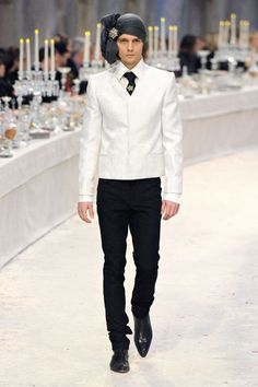 Karl Lagerfeld staged an opulent showing for Chanel's pre-fall 2012 collection,mixing Indian and European fashion. The six menswear looks featured strong shouldered jackets and and tapered trousers. The exquisite collection is quite. Chanel Men, Chanel Paris, Dandy, Capitol Couture, Bollywood, India Fashion Week, Vogue India, Layering Outfits, European Fashion