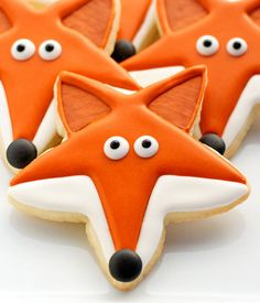 What Does the Fox Say cookies are sugar cookies decorated with royal icing. This step by step tutorial shows how to make cute fox cookies for any occasion. (frosting for cookies mom) Star Cookies, Fox Cookies, Cut Out Cookies, Iced Cookies, Cute Cookies, Cookies Et Biscuits, Cookies Kids, Summer Cookies, Cupcakes
