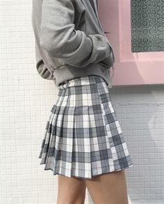 plaid pleated skirt.