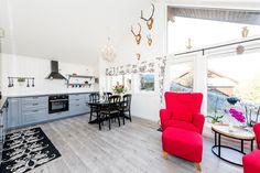 FINN – Nyere, innbydende hytte i naturskjønneomgivelser, nær både sjø og ferskvann! Decor, Furniture, Home, Loft, Real Estate, Gallery Wall, Loft Bed, Wall, Bed