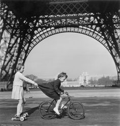 | classicvintagecycling:   Robert Doisneau, Paris.