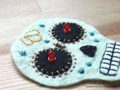 Felt Day of The Dead Skull with LEDs DIY eTextile project. Sew the electronic circuit with conductive thread and learn the basics of electronics. Smart Textiles, E Textiles, Sewing Projects For Kids, Sewing For Kids, School Projects, Felt Skull, Conductive Thread, Crafts For Teens, Felt Crafts