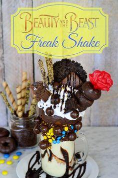 Creative Desserts, Fun Desserts, Delicious Desserts, Disney Inspired Food, Disney Food, Disney Recipes, Milkshake Recipes, Milkshakes, Crazy Shakes