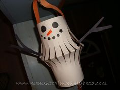 Moments of Mommyhood: Paper Lantern Snowman Christmas Crafts For Kids, Christmas Projects, Holiday Crafts, Preschool Christmas, Christmas Ideas, Christmas Gifts, Preschool Crafts, Preschool Ideas, Kids Crafts