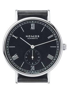 Die neue Nomos Ludwig Automatik ist eine Uhr, die für viele Menschen passt die sich auf das Wesentliche beschränken können: einen guten Anzug, eine Jeans, die sitzt, gute Schuhe, eine klassische Uhr. Die auf in-Trends und extrovertiertes zur-Schau-stellen verzichten können oder wollen und sind, wer sie sind.