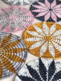 free crochet motif pattern Make a hat.The Marguerite Motif is a free crochet pattern based on a geometric design.in dk, might make coaster size in thread? Crochet Coaster Pattern, Tapestry Crochet Patterns, Crochet Motifs, Crochet Circles, Crochet Potholders, Granny Square Crochet Pattern, Crochet Squares, Diy Crochet, Crochet Crafts