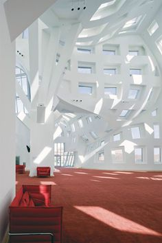 """""""Lou Ruvo Center for Brain Health by Frank Gehry . """" Interesting architecture, but it would drive me crazy ;) --> for BRAIN HEALTH.in Las Vegas Architecture Design, Contemporary Architecture, Amazing Architecture, Landscape Architecture, Factory Architecture, Building Architecture, Commercial Architecture, Chinese Architecture, Victorian Architecture"""