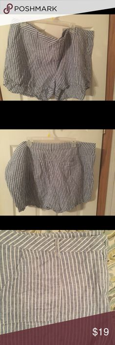Dorothy Perkins pin stripe shorts 22W. Dorothy Perkins pin stripe shorts 22W. This is a great pair of pin stripe shorts. Perfect for warm weather and in great shape. Please view all pictures. Dorothy Perkins Shorts Jean Shorts