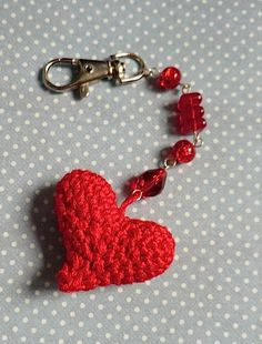 Copyright-free pattern: make Liz Ward's sweet crochet heart keychain! | Craftseller