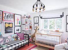 Apaixonada, é assim que estou pela adorável casa da top model Coco Rocha nos arredores de NYC. É uma casa tão aconchegante, típica da região, mas com toques modernetes na medida, veja só! A sala, o quarto do bebê, o closet, é tudo tão real e admirável!