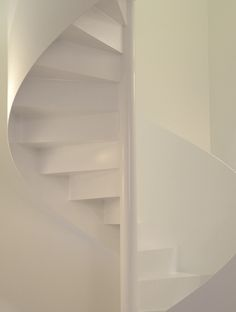 Spindeltreppe weiß, spitzbart treppen