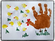 Empreintes de mains : Maman poule et ses poussins Representation of a hen and chicks with the help of children's handprints. Diy Crafts To Do, Baby Crafts, Toddler Crafts, Preschool Crafts, Easter Crafts, Kids Crafts, Spring Crafts For Kids, Diy For Kids, Toddler Artwork
