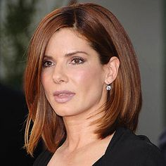 10 Medium Haircuts for Straight Hair -- Sandra Bullock Hair styles Lovely! Medium Haircuts For Straight Hair, Medium Length Hair Straight, Medium Hair Cuts, Medium Hair Styles, Straight Hairstyles, Long Hair Styles, Medium Style Haircuts, Pretty Hairstyles, Easy Hairstyles
