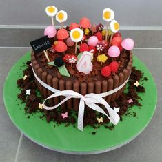 Gâteau Jardinière Pastry Recipes, Cooking Recipes, Ben Y Holly, Charlotte Cake, 80 Birthday Cake, Chocolate Garnishes, Candy Cakes, Birthday Cake Decorating, Easy Cake Recipes
