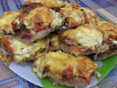 French pork chops in the OVEN.- French pork chops in the OVEN. Hungarian Recipes, Italian Recipes, Russian Recipes, Pork Recipes For Dinner, Chicken Recipes, Shredded Pork Recipes, Good Food, Yummy Food, Romanian Food