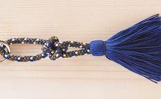 伊勢とこわかやのサミットキーリングの新色の紹介です。美しく染め上げられた絹糸、その一筋一筋が交わり合い、独特の風合いと味わいを作り出すくみひもは、国の伝統的工芸品として指定されています。新春、伊勢志摩の物産店にてお買い求めいただけます。  靖国神社の新年祭にて新春福引きの頒布品として採用されました。 Tassel Necklace, Beaded Bracelets, Jewelry, Fashion, Moda, Jewlery, Jewerly, Fashion Styles, Pearl Bracelets