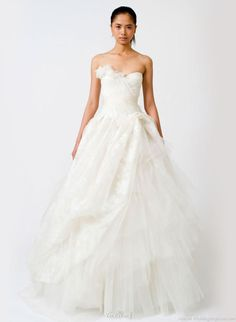 The Vera Wang Classics Bridal Collection is a collection of 29 wedding gowns showing their fronts and backs in more traditional colors. Chapel Wedding Dresses, Formal Dresses For Weddings, Wedding Dress Sizes, White Wedding Dresses, Lace Wedding, Wedding Ceremony, Vera Wang Wedding Gowns, Vera Wang Bridal, Organza Dress