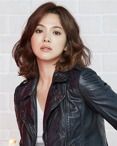 Song Hye-kyo Korean Beauty, Asian Beauty, Short Girl Fashion, Pretty Songs, Song Hye Kyo, Beautiful Asian Women, Korean Actresses, Great Hair, Hair Highlights