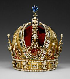 This Crown is a masterpiece of European goldsmithing. The Crown of Emperor Rudolf II, later Crown of the Austrian Empire Royal Crowns, Royal Tiaras, Crown Royal, Tiaras And Crowns, The Crown, Renaissance Hut, Impératrice Sissi, Austrian Empire, Imperial Crown