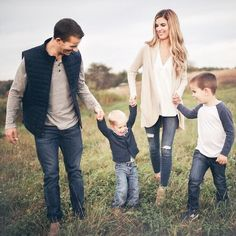 pictures outfits casual family best for 50 casual outfits for family pictures 50 best outfitsYou can find Family photo outfits and more on our website